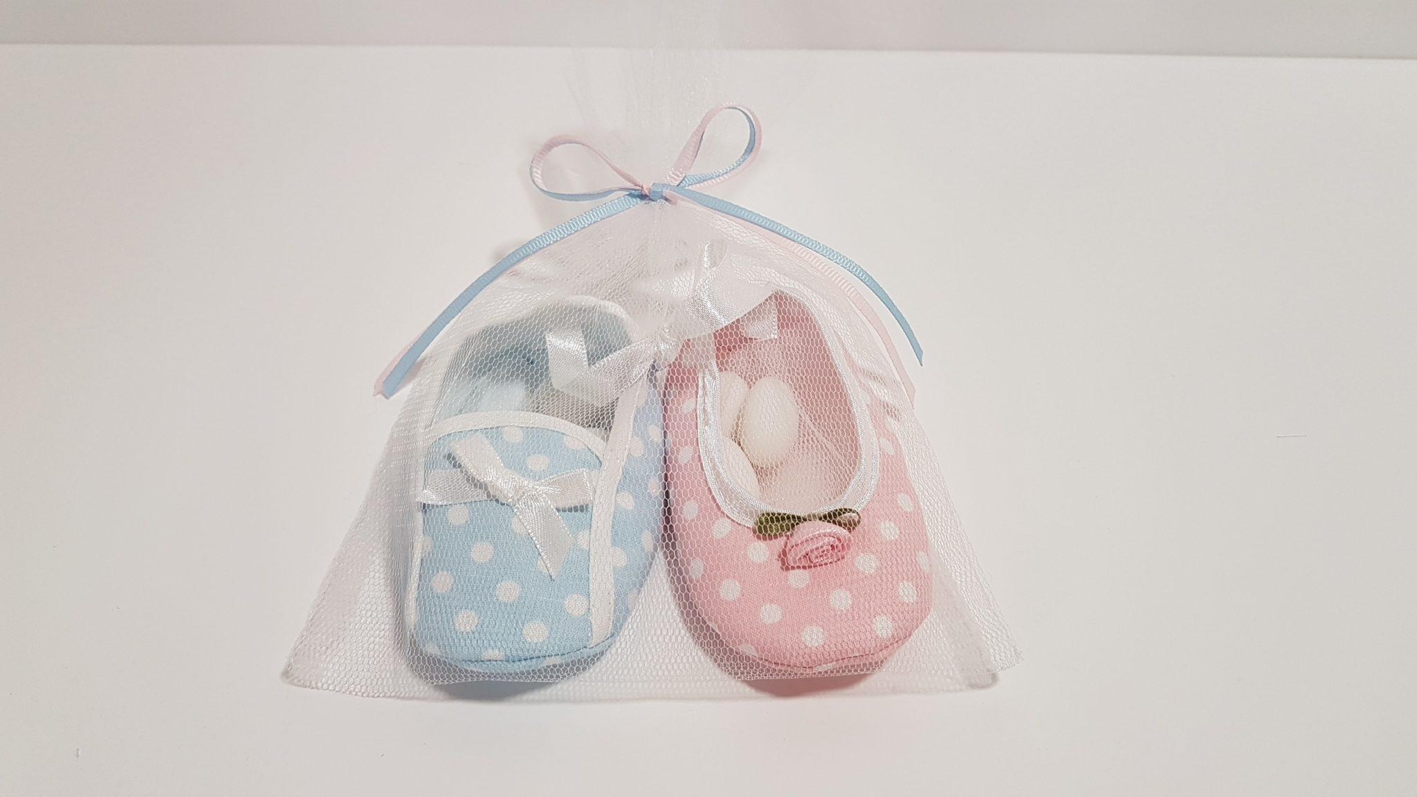 Μπομπονιέρα ζευγάρι παππουτσάκια για δίδυμα αγόρι-κοριτσι