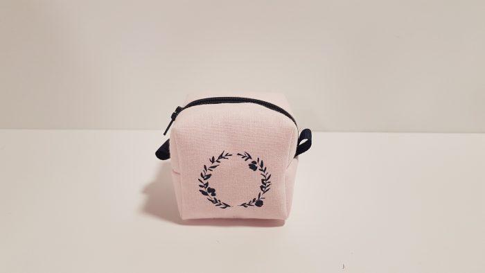Μπομπονιέρα πορτοφολάκι ροζ 3D με στεφανάκι.