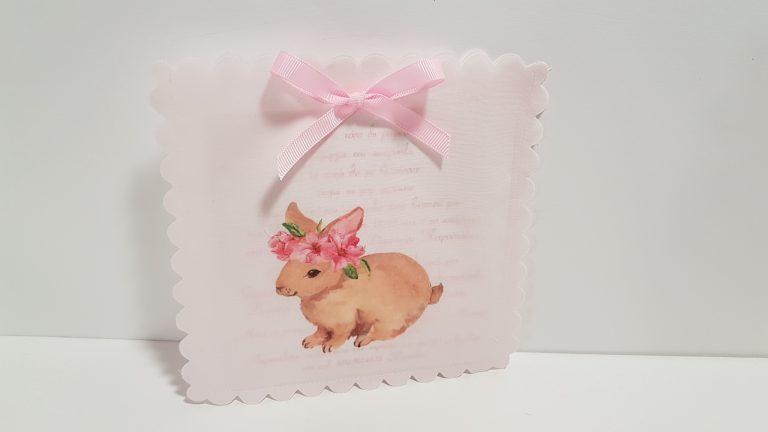Προσκλητήριο υφασμάτινο ροζ με τυπωμένο λαγουδάκι.