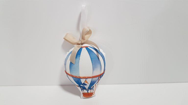 Φουσκωτό αερόστατο με την λευκή κορδέλα.