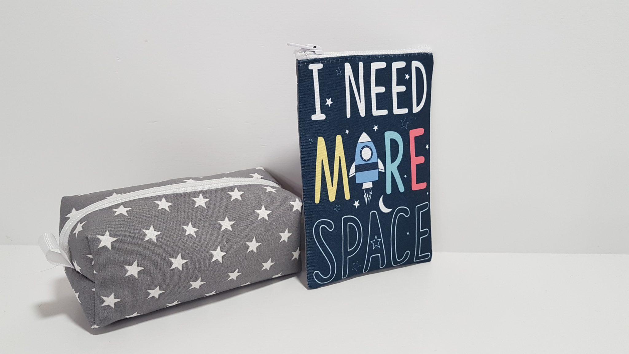 Μπομπονιέρα πορτοφολάκι εκτύπωση μπροστά space κια πίσω αστέρια.