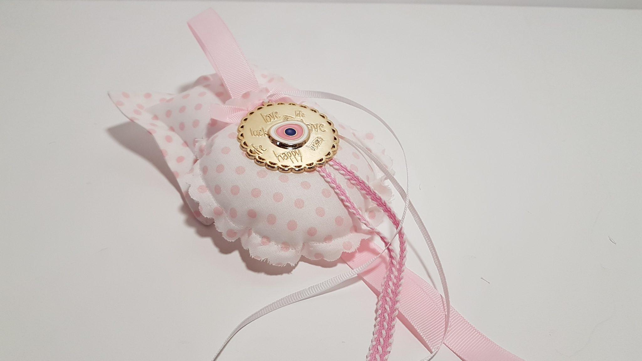 Φουσκωτό μαξιλαράκι στρογγυλό ροζ πουά και μεταλλικό κύκλο με ευχές και μάτι