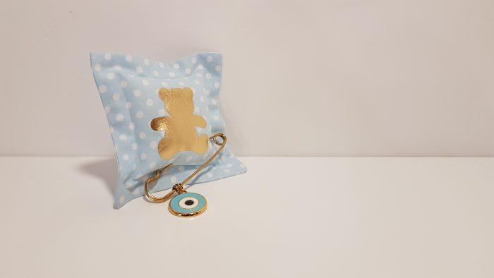 Μαξιλαράκι φουσκωτό πουά σιέλ με χρυσό αρκουδάκι και παραμάνα χρυσή με μάτι.