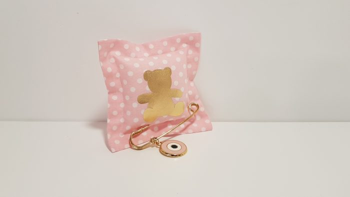 Μαξιλαράκι φουσκωτό ροζ πουά με αρκουδάκι χρυσό και παραμάνα με μεγάλο μάτι.