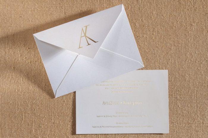 Προσκλητήριο γάμου με κάρτα-φάκελο απο μεταλλικό χαρτί.