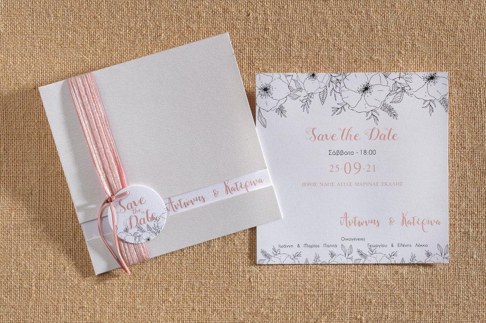 Προσκλητήριο γάμου με κορδέλα περασμένη απο τον φάκελο και καρτελάκι..