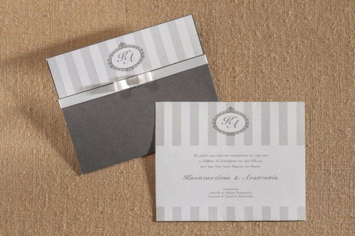 Προσκλητήριο γάμου φάκελο απο γκρι χαρτί και δέσιμο με φιογκάκι τύπου chanel.