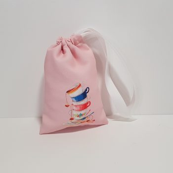 Μπομπονιέρα πουγκί ροζ με την Αλίκη στην χώρα των θαυμάτων και περαστή κορδέλα.