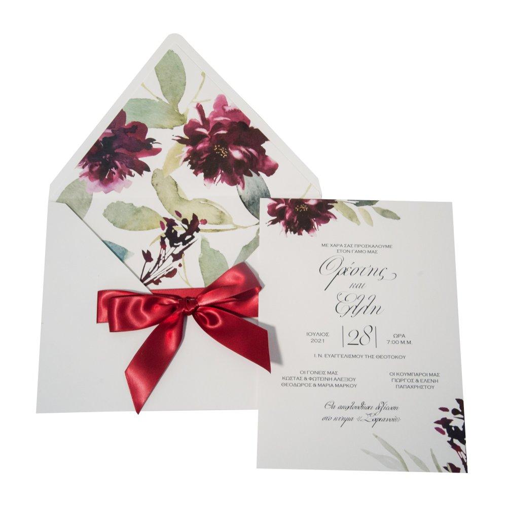 Προσκλητήριο γάμου με μπορντό κορδέλα στον φάκελο.
