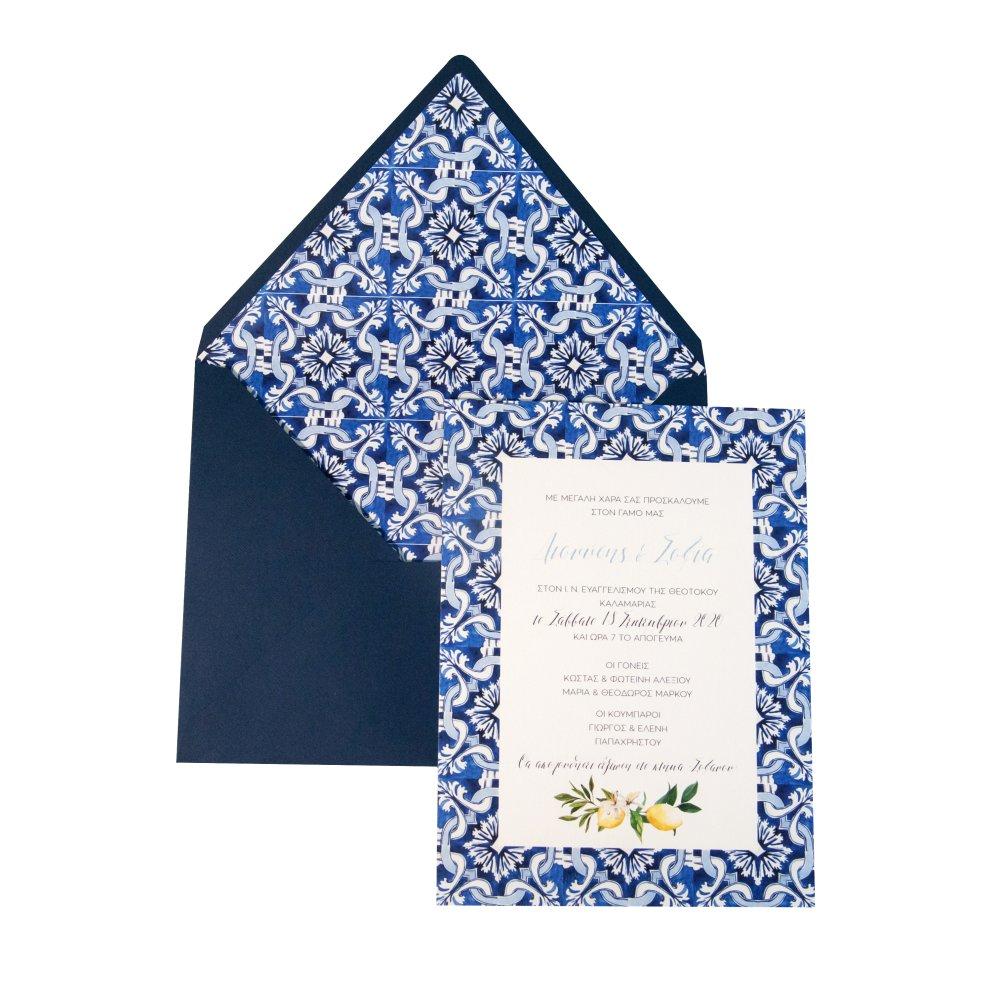 Προσκλητήριο γάμου με μπλε φάκελο.